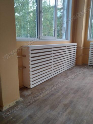 ekran-koroby-lamelnogo-tipa-na-radiatory-4