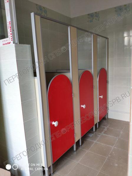 kabinki-dlya-tualeta-v-detskom-sadu-2