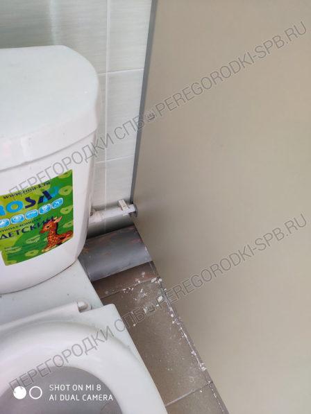kabinki-dlya-tualeta-v-detskom-sadu-6