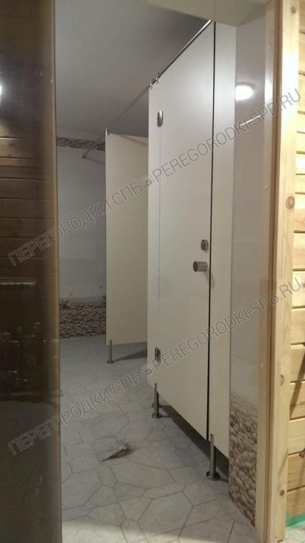 santehnicheskie-peregorodki-iz-hpl-plastika-v-saunu-3