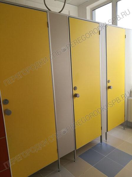 santehnicheskie-tualetnye-kabinki-v-shkolu-364-2