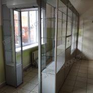 torgoviy-kiosk-vnutri-zdaniya-dlya-seti-aptek-4