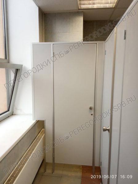 tualetnye-kabiny-s-dvermi-dlya-trk-raketa-3