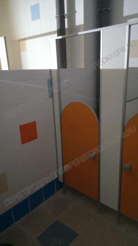 tualetnye-peregorodki-dlya-detskogo-sada-9-2