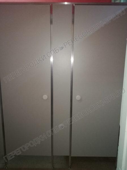 tualetnye-peregorodki-dlya-litseya-10-v-g-pskov-3