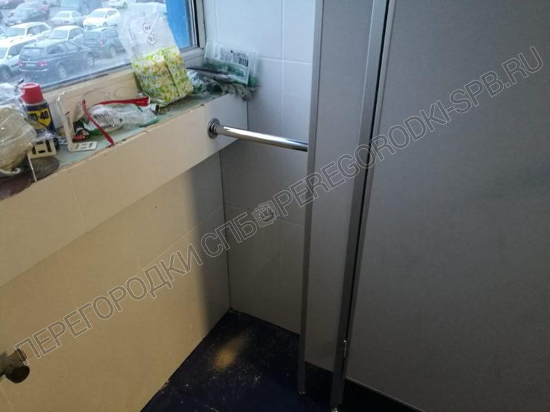 tualetnye-peregorodki-dlya-magazina-kastorama-2