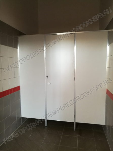 tualetnye-peregorodki-dlya-vokzala-vyritsa-3