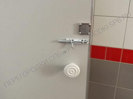 tualetnye-peregorodki-dlya-vokzala-vyritsa-4