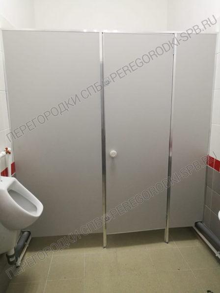 tualetnye-peregorodki-dlya-zhd-vokzala-v-g-luga-2-2