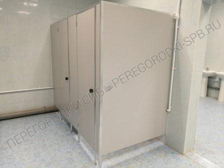 tualetnye-peregorodki-ekonom-usilennyi-33