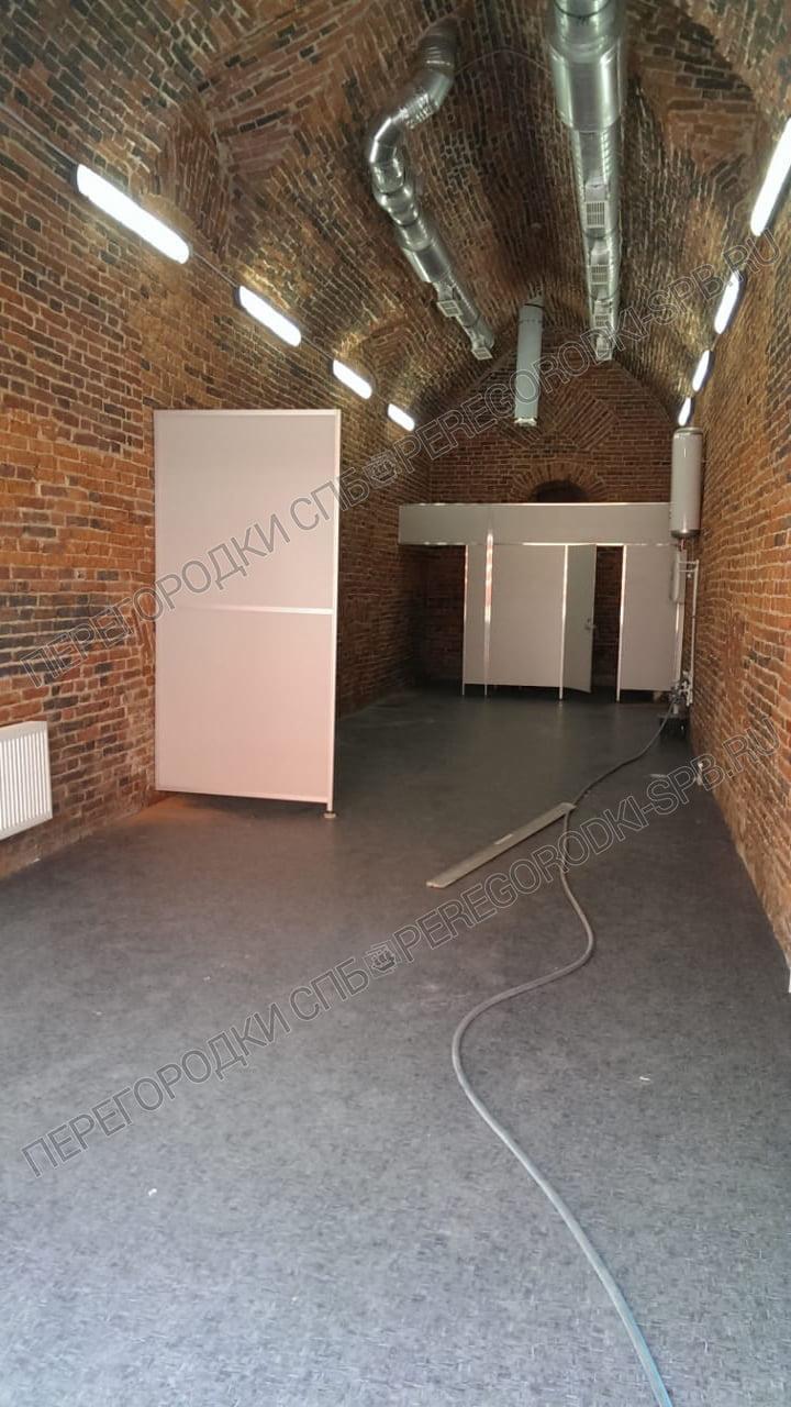 tualetnye-peregorodki-v-petropavlovskoy-kreposti