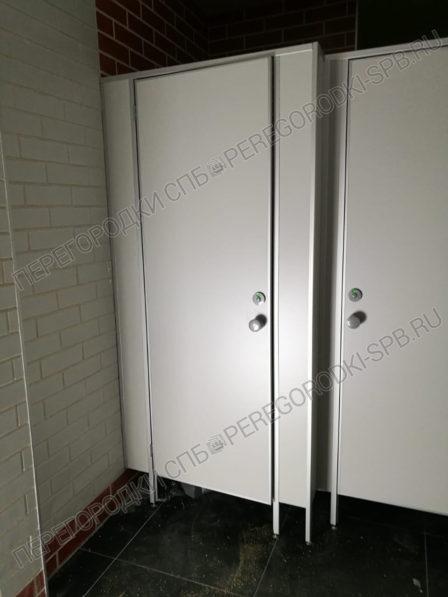 tualetnye-santehnicheskie-peregorodki-v-burgerking-2
