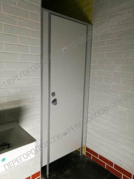 tualetnye-santehnicheskie-peregorodki-v-burgerking-3