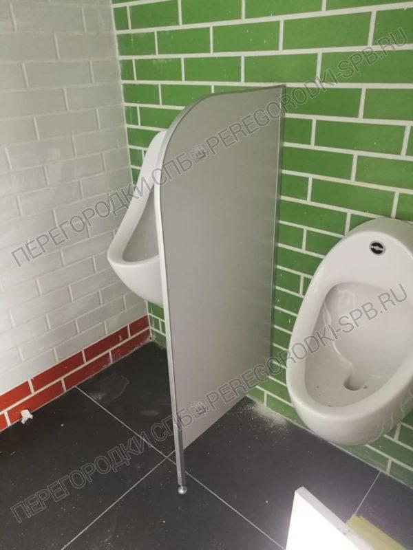 tualetnye-santehnicheskie-peregorodki-v-burgerking-5