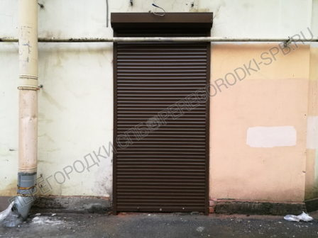 zashitnye-rolstavni-na-okna-kafe-3