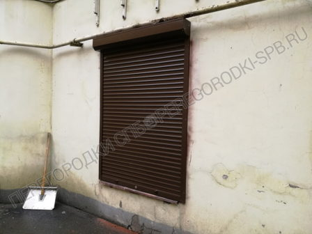 zashitnye-rolstavni-na-okna-kafe-4