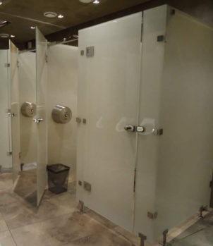 Туалетные кабины из стекла