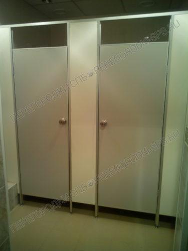 Туалетные перегородки Стандарт+ (серый и белый) в спорткомплеке ГазПром-2