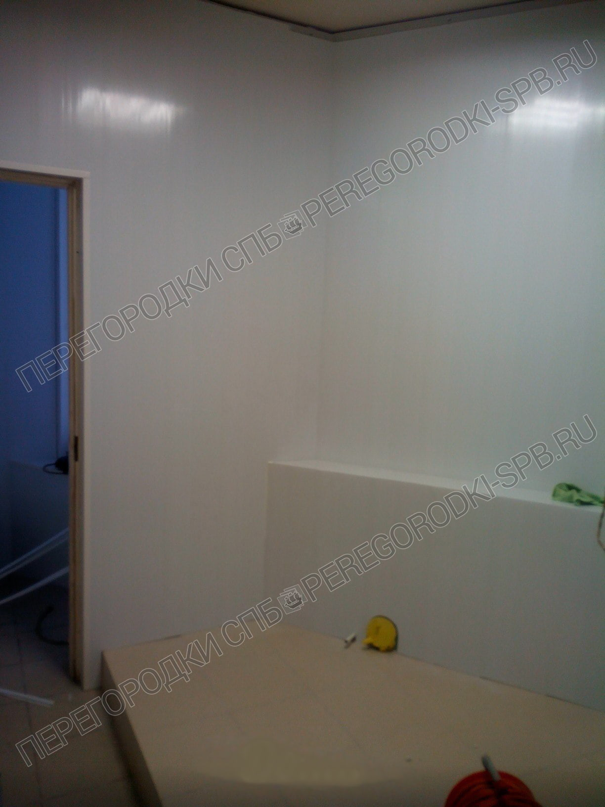 Туалетные сантехнические перегородки в БЦ Маяк до работ