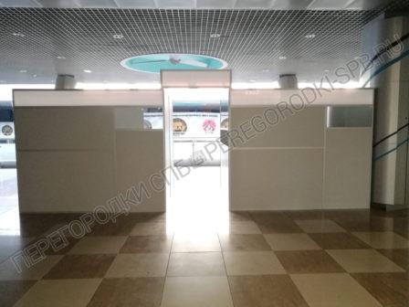 dekoratsii-pasportniy-kontrol-aeroporta-dlya-semki-filma-4