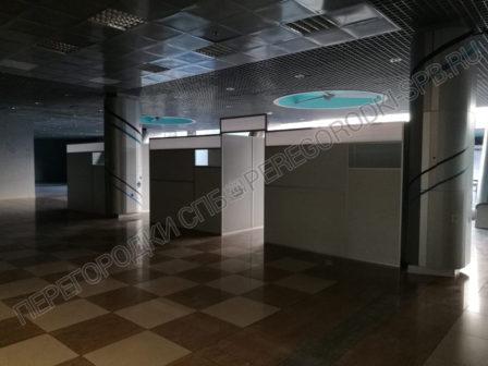dekoratsii-pasportniy-kontrol-aeroporta-dlya-semki-filma-7