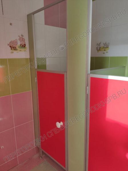 detskie-tualetnye-peregorodki-dlya-detskogo-sada-2