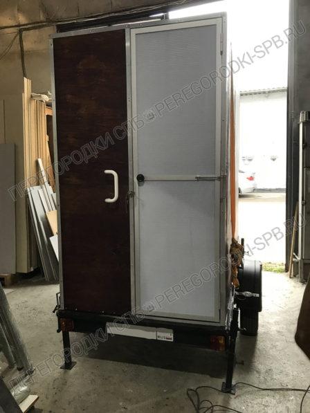 dver-v-mobilnyi-tualet-po-zakazu-kinostudii-1