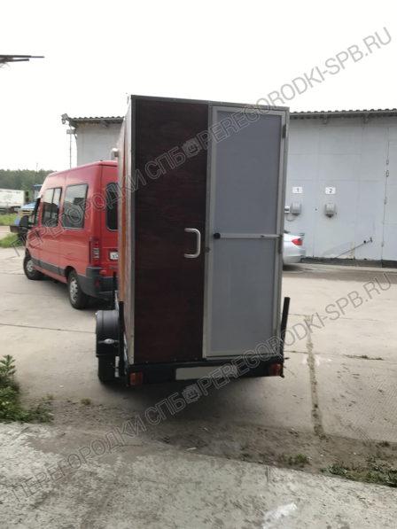 dver-v-mobilnyi-tualet-po-zakazu-kinostudii-2