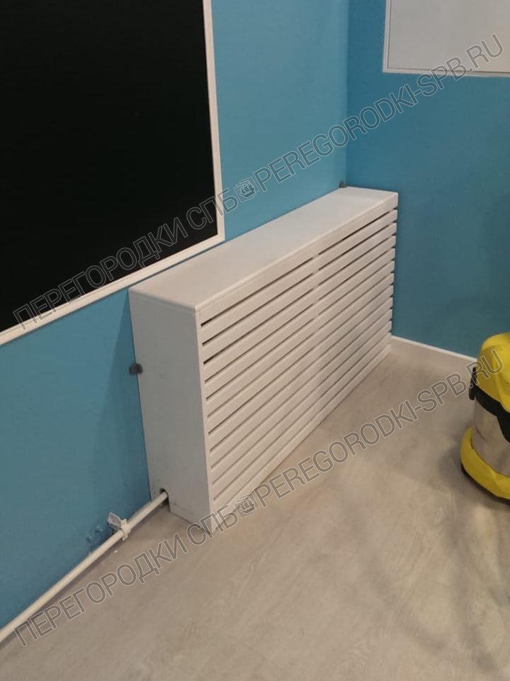 ekrany-dlya-radiatorov-i-santeh-peregorodki-v-detskom-sadu-2