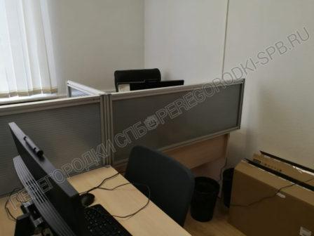 ekrany-na-stoly-dlya-razdeleniya-rabochih-mest-v-ofise-6