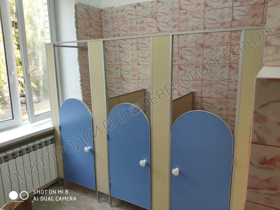kabinki-dlya-tualeta-v-detskom-sadu-1