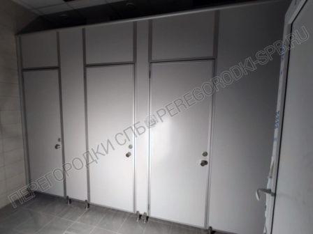 kabiny-dlya-tualeta-v-usilennom-ispolnenii-2