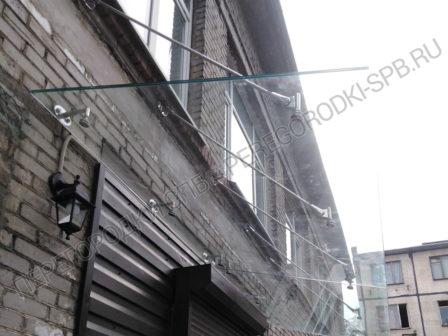 kozyirek-nad-vhodom-iz-stekla-1