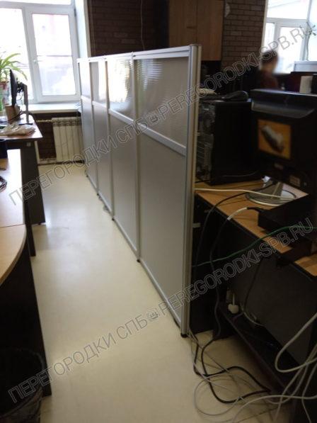 mobilnye-peregorodki-dlya-zonirovaniya-ofisa-6