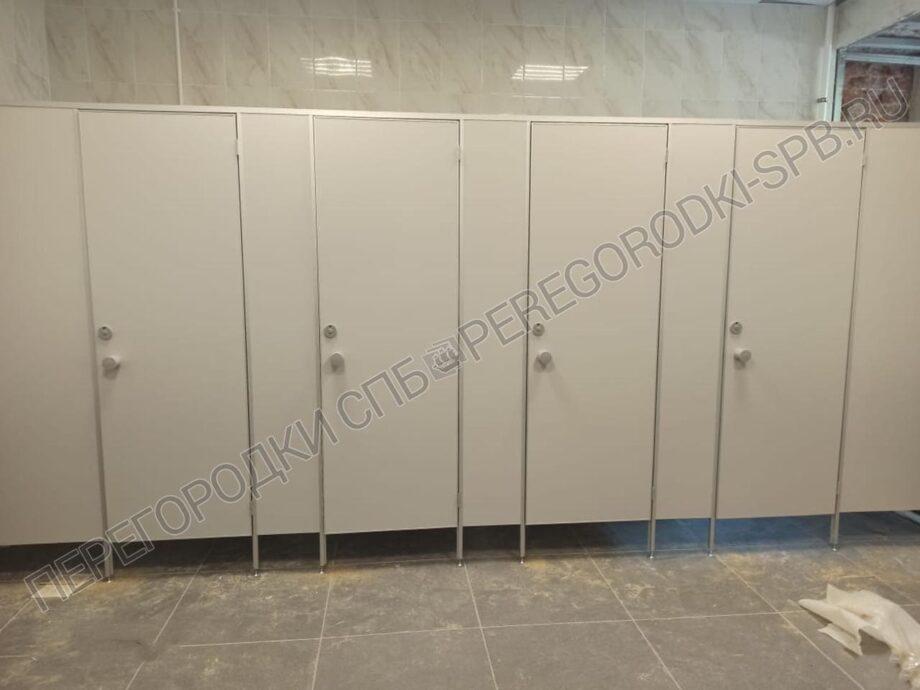 peregorodki-dlya-tualeta-pissuarov-i-dushevoy-1