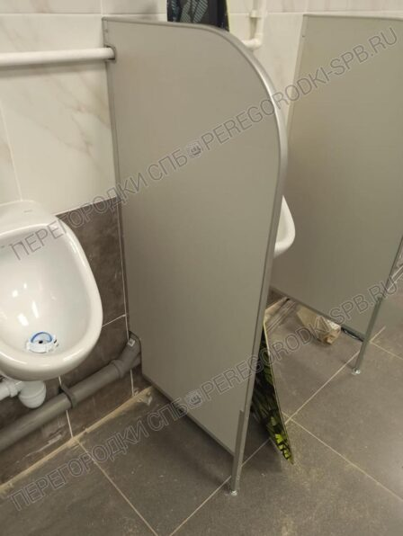 peregorodki-dlya-tualeta-pissuarov-i-dushevoy-2
