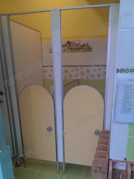 peregorodki-dlya-tualeta-v-detskom-sadu-1