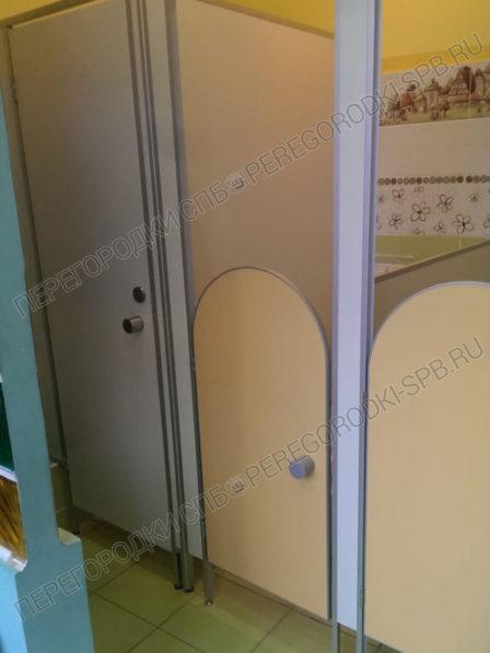 peregorodki-dlya-tualeta-v-detskom-sadu-2