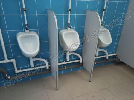 pissuarnye-i-tualetnye-peregorodki-dlya-shkoly-2