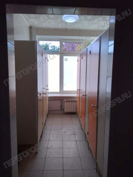 santehnicheskie-kabiny-dlya-gimnazii-petershule-5
