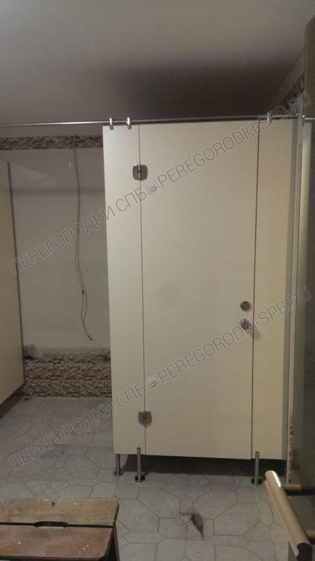 santehnicheskie-peregorodki-iz-hpl-plastika-v-saunu-2