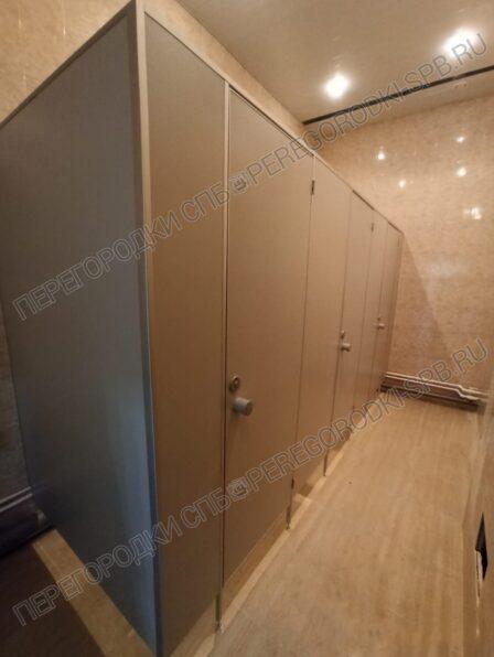 standartnye-tualetnye-kabiny-dlya-voenno-meditsinskoy-akademii-1