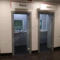 steklyannye-beskarkasnye-dveri-v-avtosalon-kia-motors