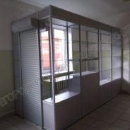 torgoviy-kiosk-vnutri-zdaniya-dlya-seti-aptek-1