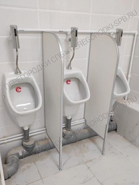 tualetnye-i-pissuarnye-peregorodki-dlya-shkoly-2