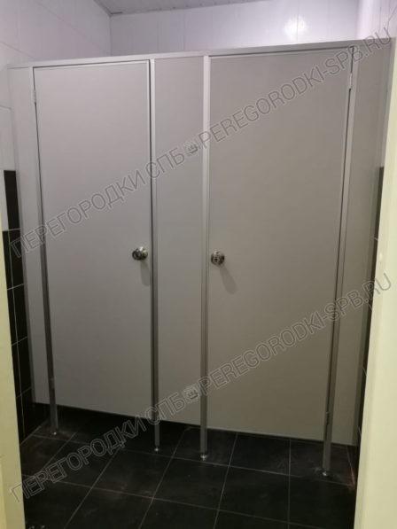 tualetnye-kabinki-dlya-biznes-tsentra-3