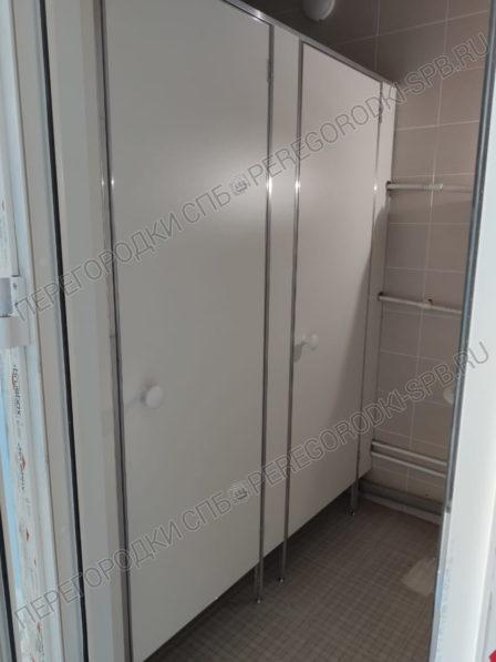 tualetnye-kabinki-dlya-polikliniki-v-g-zelenogorsk-2