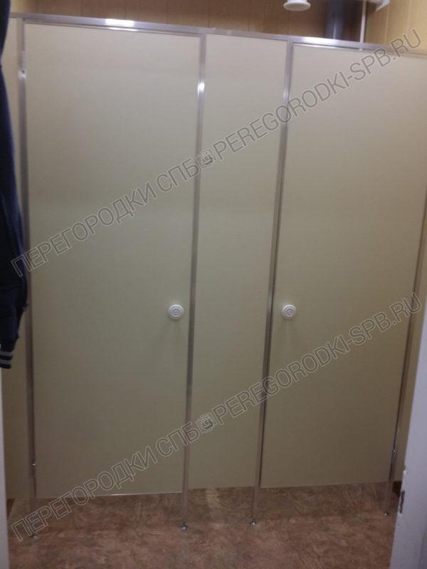 tualetnye-kabiny-dlya-mobilnogo-blok-konteynera
