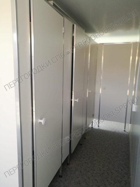 tualetnye-kabiny-dlya-stroyki-v-baltiyskoy-zhemchuzhine-1