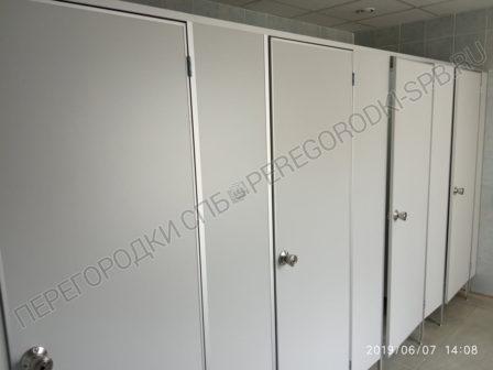 tualetnye-kabiny-s-dvermi-dlya-trk-raketa-1